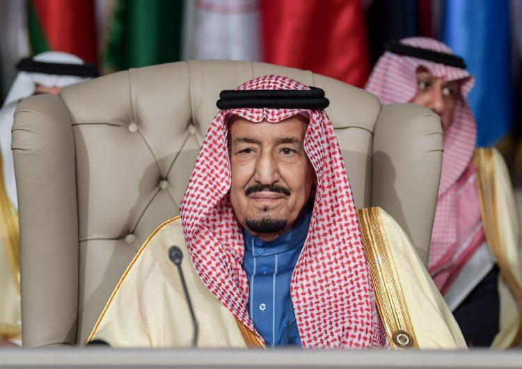Detienen a 9 escritores en Arabia Saudita, denuncian campaña de represión masiva
