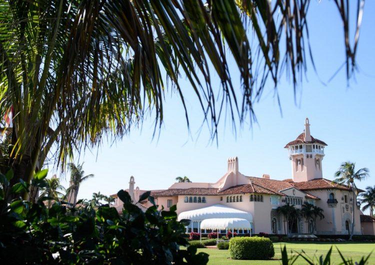 Mujer que llevaba una memoria con virus es detenida en un club de golf de Trump