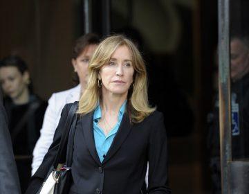La actriz Felicity Huffman y 12 personas se declaran culpables en caso de soborno universitario