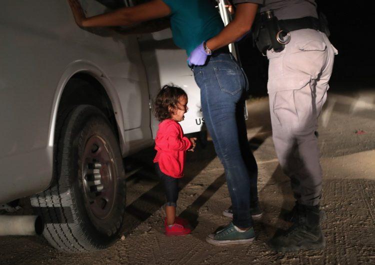 El llanto de una niña hondureña y el sueño frustrado de cruzar la frontera, la imagen ganadora en el World Press Photo