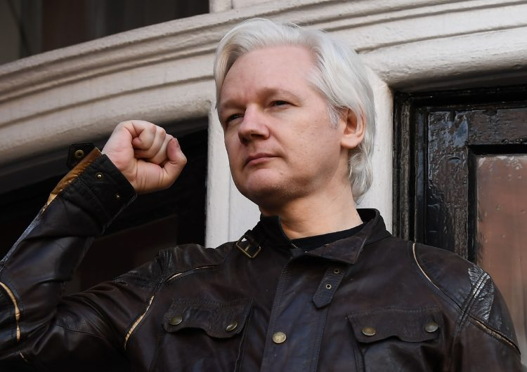 Policía británica arresta a Julian Assange, fundador de Wikileaks; EU lo acusa de conspiración