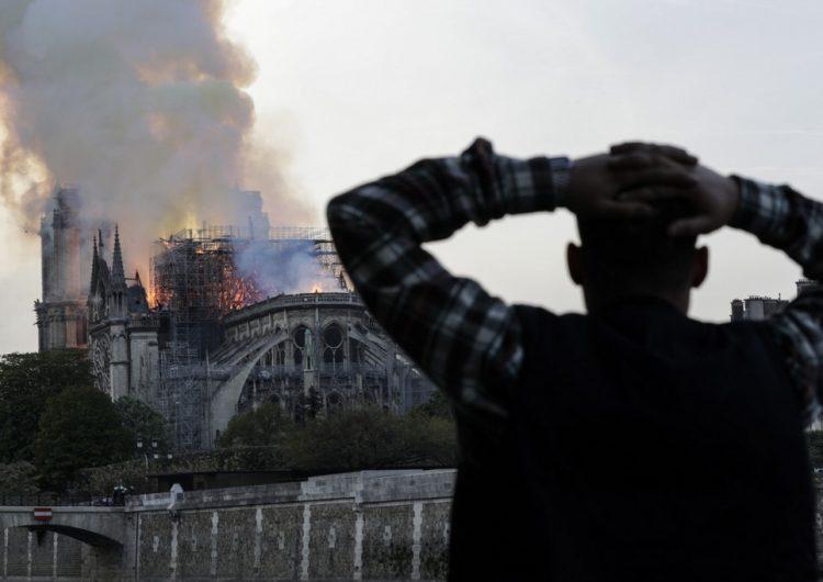 Obreros que trabajaban en Notre Dame violaron prohibición de fumar