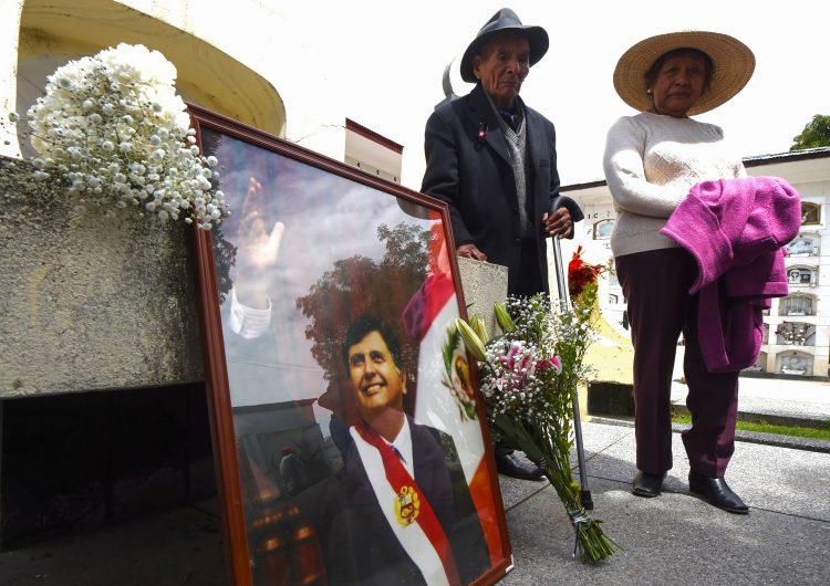Al menos 8 personas mueren cuando acudían al sepelio del expresidente de Perú