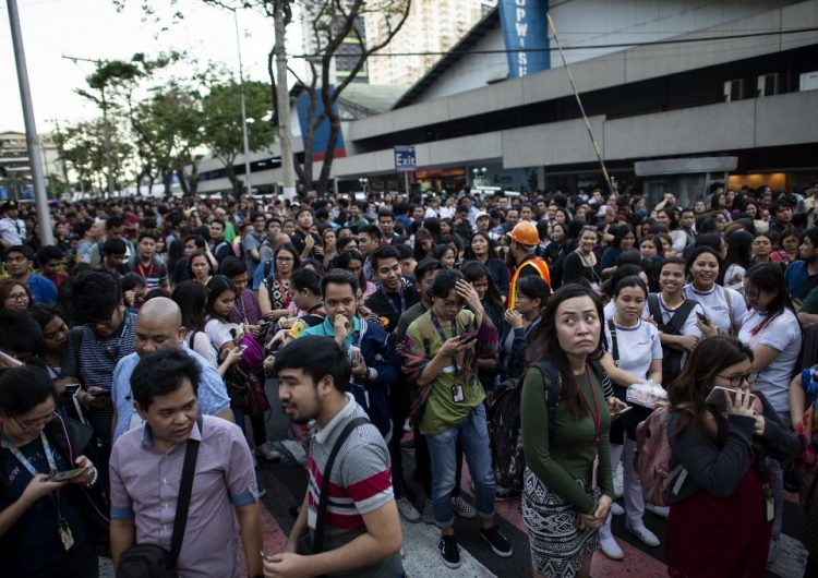Terremoto de magnitud 6.3 sacude Filipinas; hay edificios derrumbados y al menos cinco muertos
