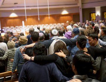 Lo que sabemos del tiroteo en una sinagoga en California que dejó un muerto y tres heridos