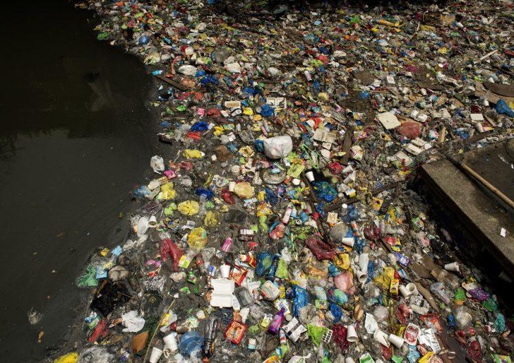 Amenaza de guerra y desperdicios en playas: Cómo la basura generó tensiones entre Canadá y Filipinas