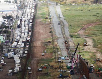 Desabasto, pérdidas millonarias y despidos: ¿Qué implicaría un cierre de la frontera entre EU y México?