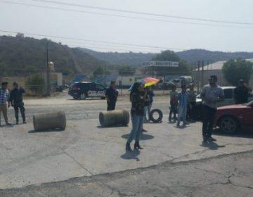 Vecinos de Hacienda Margaritas bloquean la Pachuca-Sahagún