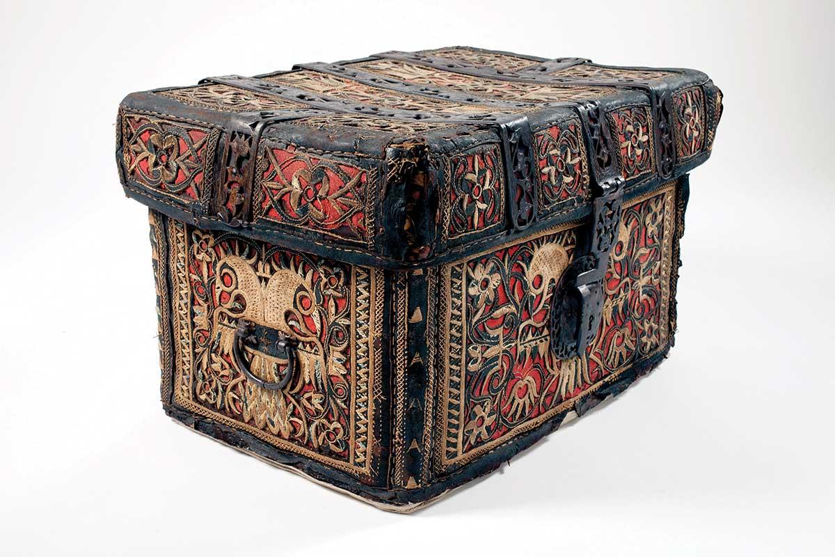 Un baúl de la colonia del coleccionista alemán Franz Mayer