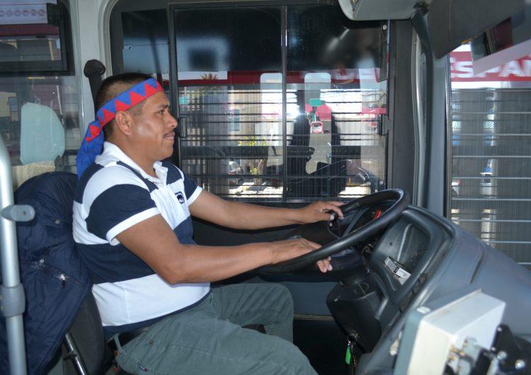 Rarámuris, al volante de la Ruta Troncal