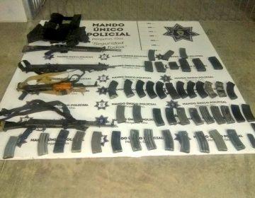 Hallan dos camionetas robadas con equipo de armamento en Pénjamo