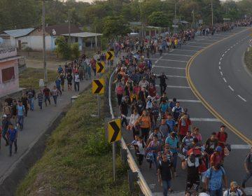 Cientos de migrantes llegan en caravana a México, esperan llegar a EU