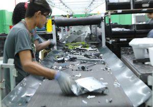 Impacto sostenible: reciclar desechos tecnológicos responsablemente