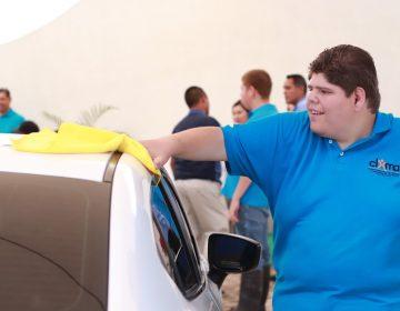 Inauguran el primer autolavado atendido por jóvenes con autismo