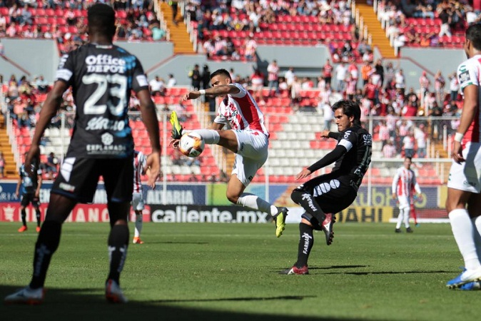 Le anulan 3 goles a Necaxa, aunque rescata empate