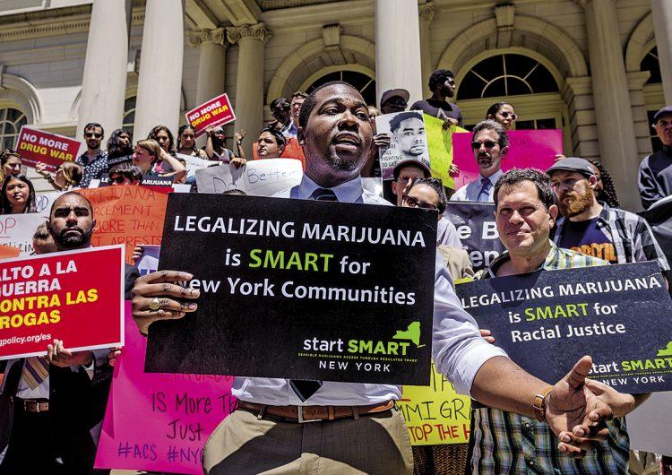 La legalización de la marihuana debe favorecer a comunidades afectadas por la guerra contra las drogas