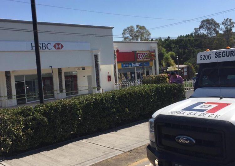 Cuatro mdp son robados de camioneta de valores en Querétaro