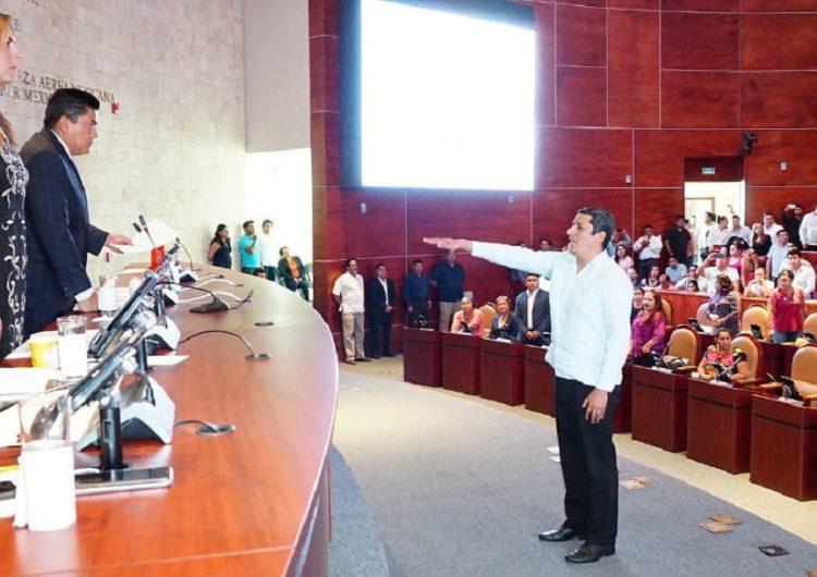 Elige Congreso a Bernardo Rodríguez Alamilla como titular de la DDHPO