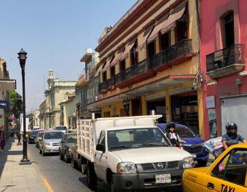 A paso de tortuga flujo vehicular en Oaxaca; la capital en el ranking mundial de urbes congestionadas