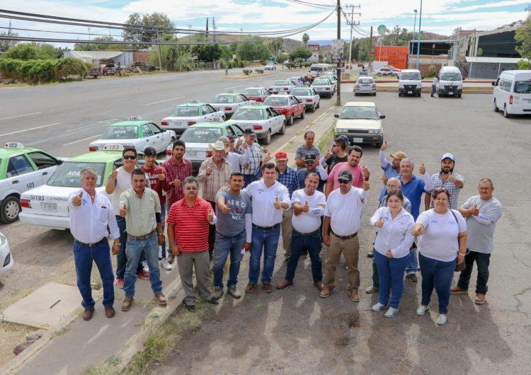 Capacitaciones a taxistas de Calvillo para que ofrezcan mejor servicio, propone Adán Valdivia