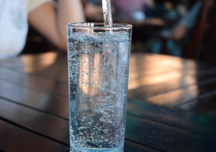 El agua Peñafiel producida en México sí tiene niveles altos de arsénico, admite empresa