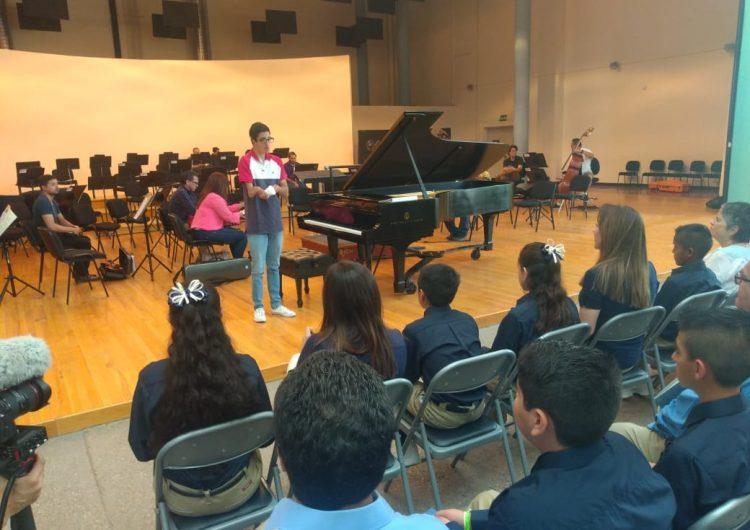 Conmueve interpretación de pianista jalisciense a Gabinete Infantil