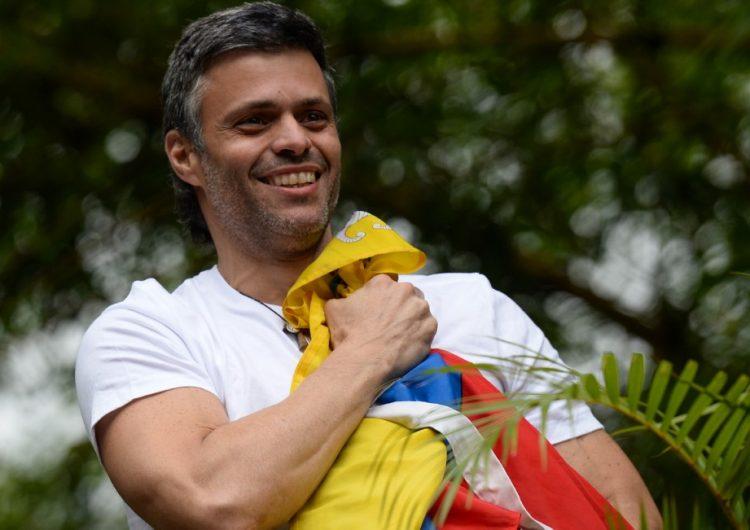 Militares liberan a Leopoldo López de prisión domiciliaria; Guaidó llama al Ejército a sublevarse