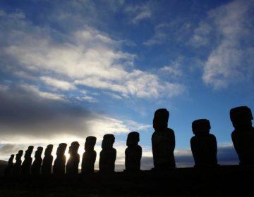 Turistas amenazan al ecosistema y a las famosas estatuas de Isla de Pascua