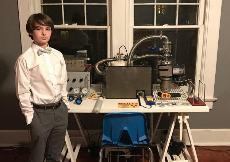 Niño de 12 años construye un reactor nuclear con equipo que compró en internet