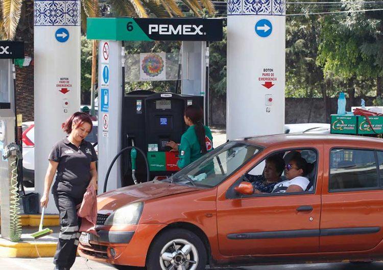 Cuestionan gasolineros de Puebla informe de precios de AMLO