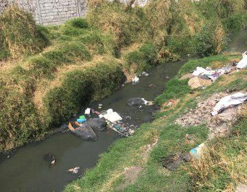 Vecinos se quejan de olores pestilentes por contaminación del Atoyac