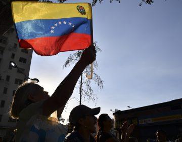 México ayudará en conflicto de Venezuela, solo sí Maduro y Guaidó lo solicitan