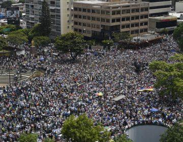 Sin apoyo de militares, Guaidó pide a venezolanos seguir luchando