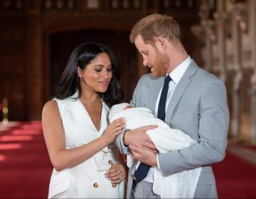 Meghan y Enrique nombran a su hijo Archie; el séptimo en la línea de sucesión al trono