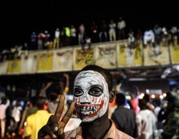 Miles de manifestantes exigen un régimen civil en Sudán; el ejército dispuesto a negociar