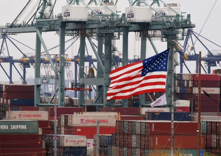 Guerra comercial entre EU y China pone en peligro el crecimiento mundial, advierte el FMI