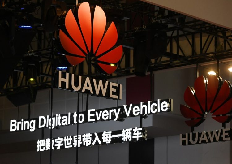 Huawei responde a Trump: Afirma estar preparada para la presión comercial de EU