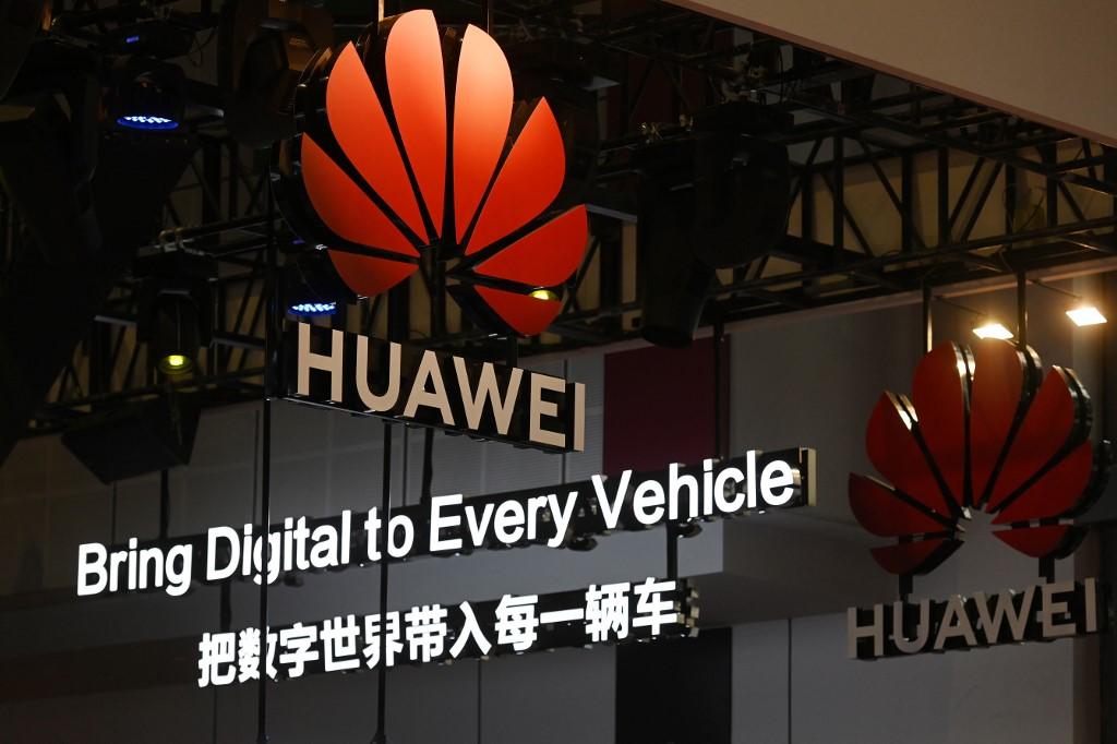 Fundador de Huawei dice que Estados Unidos subestima a la compañía