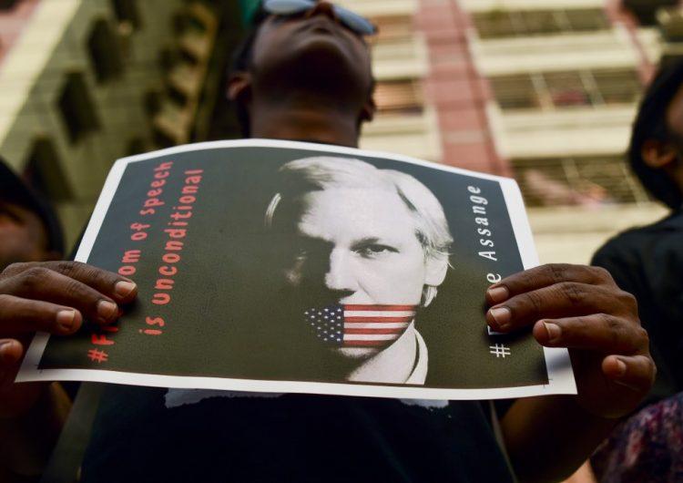 EU va contra Assange: Lo acusa de poner en riesgo al país por publicar documentos