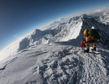 Dos alpinistas mueren en el Everest; van 10 fallecidos esta temporada
