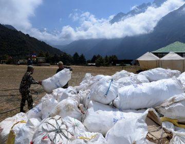 Termina temporada de escalada en el Everest: Encuentran cuatro cuerpos y 10 toneladas de basura