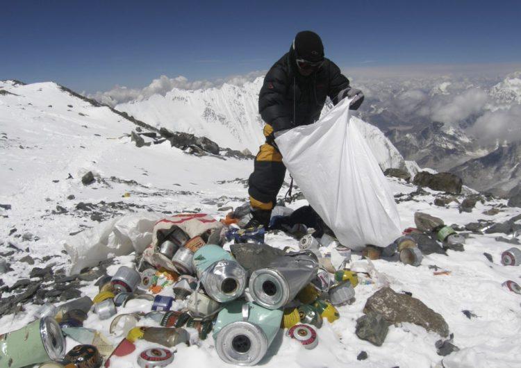 Recogen tres toneladas de basura en el Everest en una misión de dos semanas