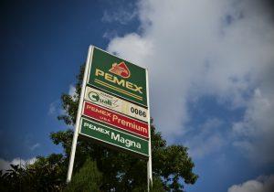 México acuerda con tres bancos refinanciar deuda de Pemex y ampliar créditos
