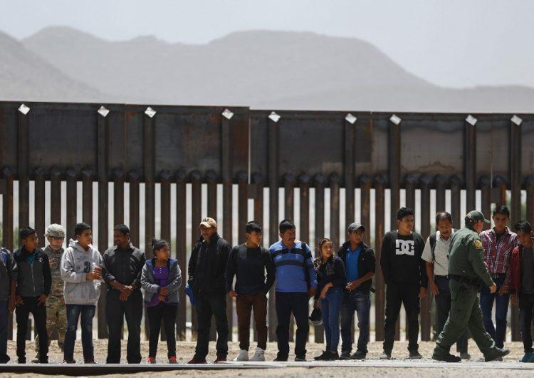 migrantes-casas-campana-frontera