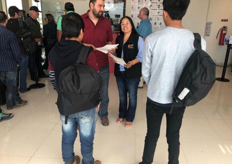 Niños migrantes que llegaron con la Caravana son repatriados por INM y DIF