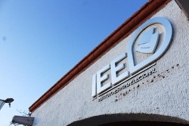 Inician debates del IEE entre candidatos a alcaldes en Aguascalientes