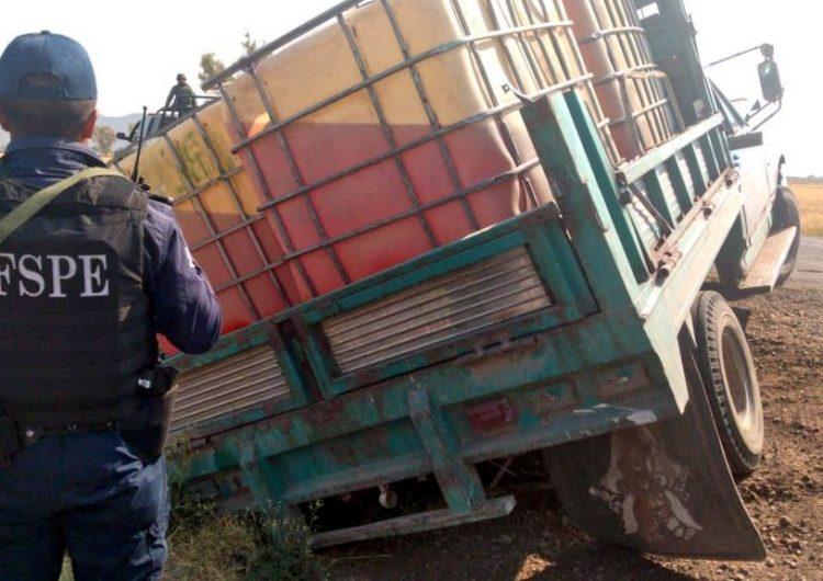 Hallan en Salamanca camioneta con 3,500 litros de combustible robado