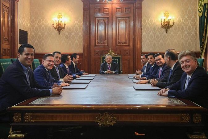Se reúnen gobernadores del PAN con AMLO