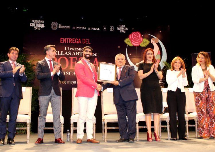 Entrega gobierno de Aguascalientes Premio Bellas Artes de Poesía