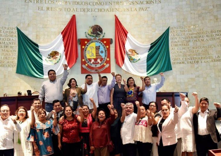 """En """"cuna"""" de la CNTE avala Congreso Reforma Educativa; """"mismo perro con diferente collar"""", revira Sección 22"""